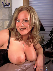 Hot plump girl with little perky tits shows pussy